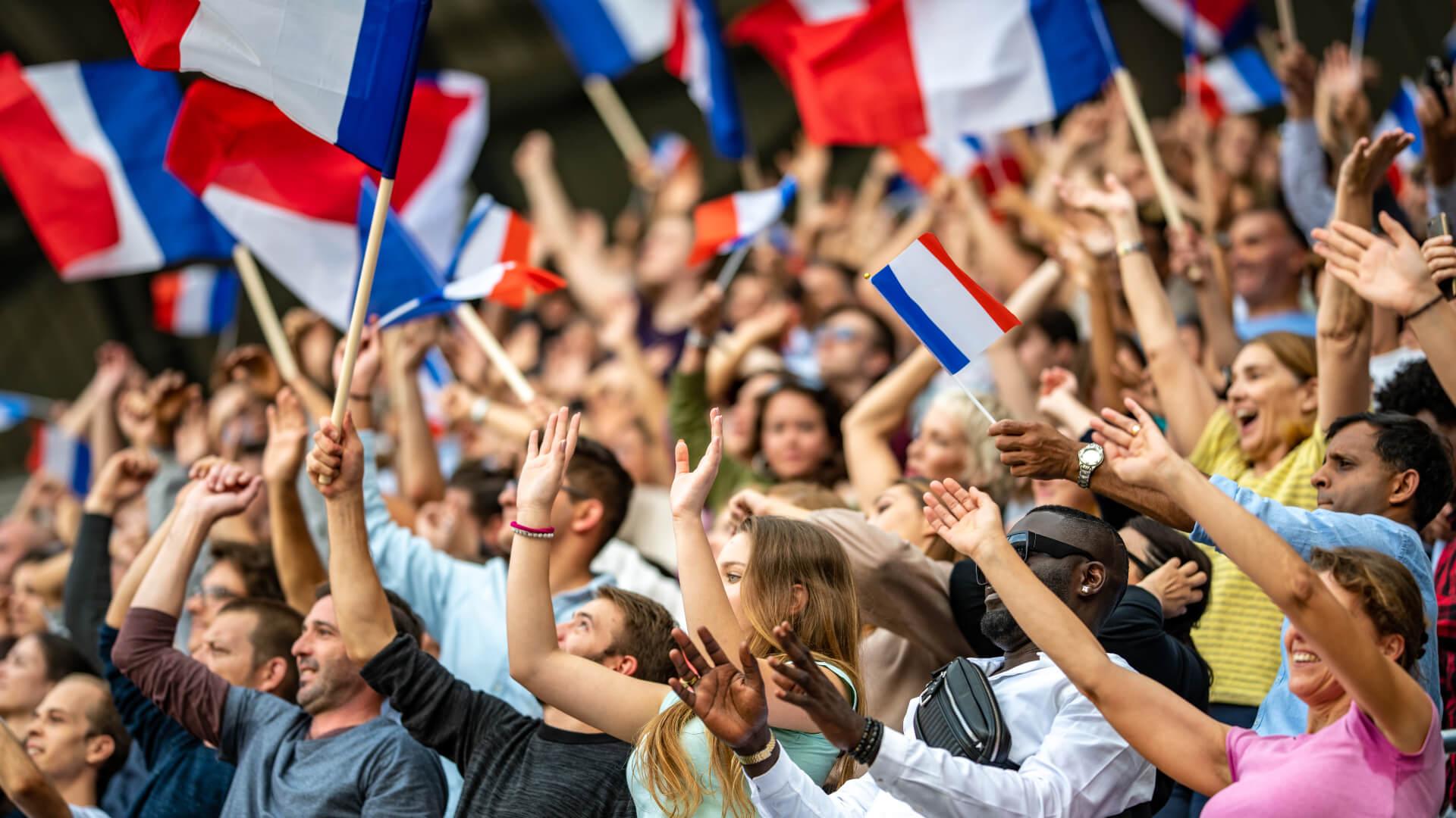 Foule soutenant la France avec drapeau
